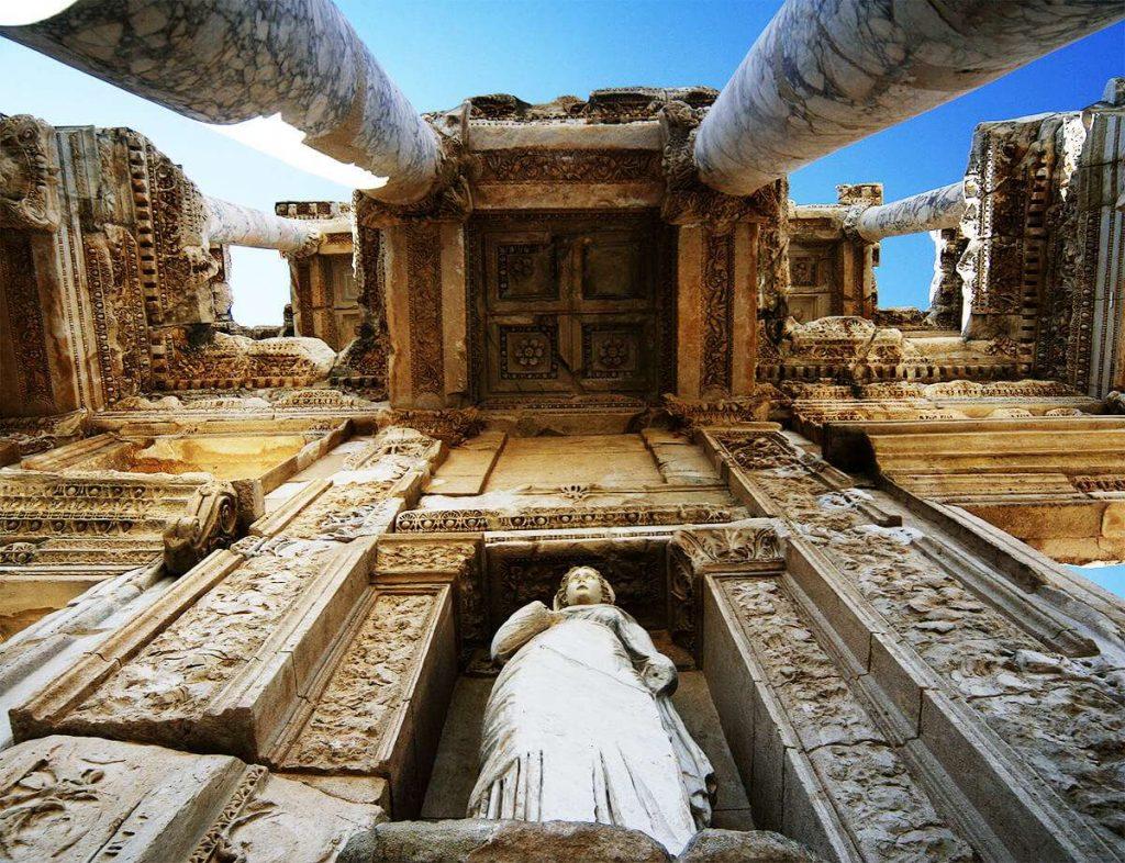Efes Gezilecek Yerler