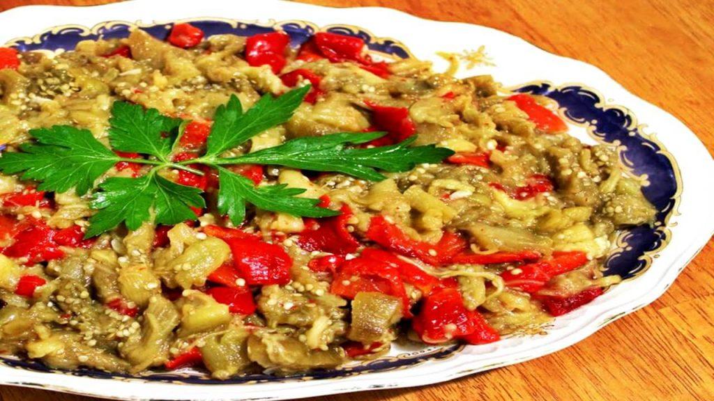 Kırmızı Biberli Közlenmiş Patlıcan Salatası
