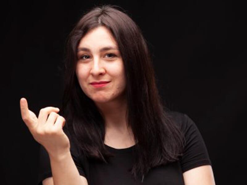 Yasemin Sakallıoğlu kaç yaşında?