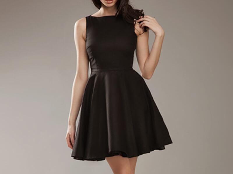Siyah Elbisenin Altına Ne Gider?