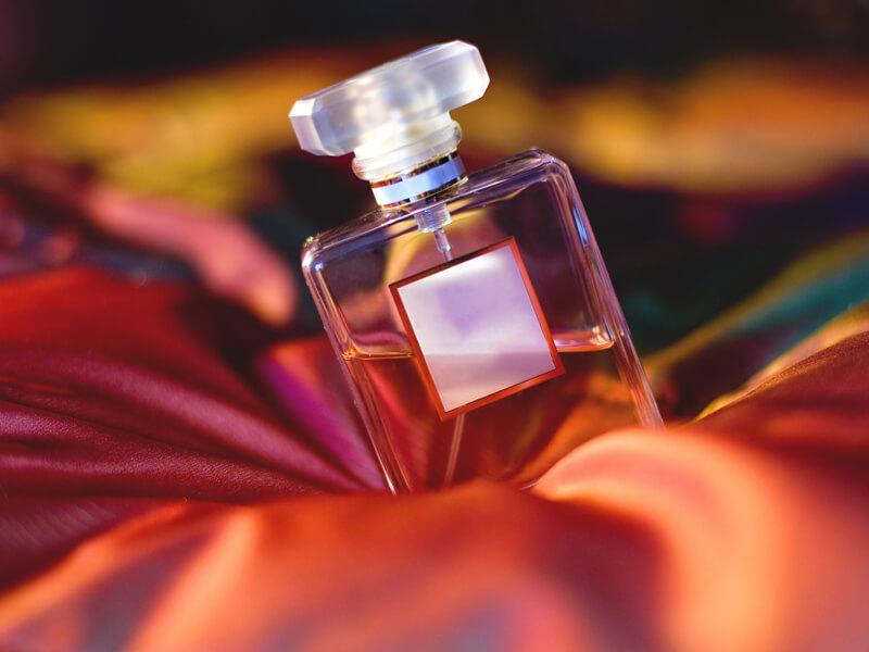 Ev Yapımı Parfümünüzü Yapmak ve Saklamak