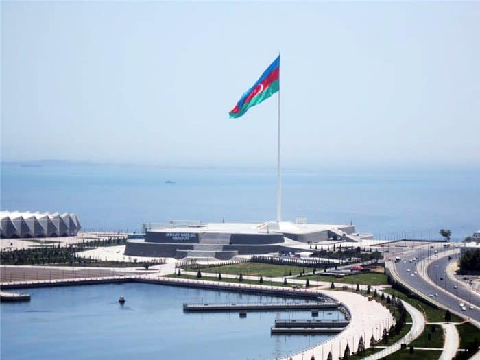 azerbaycan-devlet-bayrak-meydani-bizimle-gez