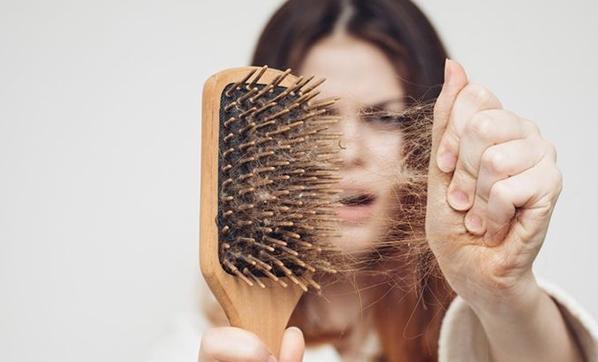 Saçların Dökülmesini Nasıl Engelleyebiliriz