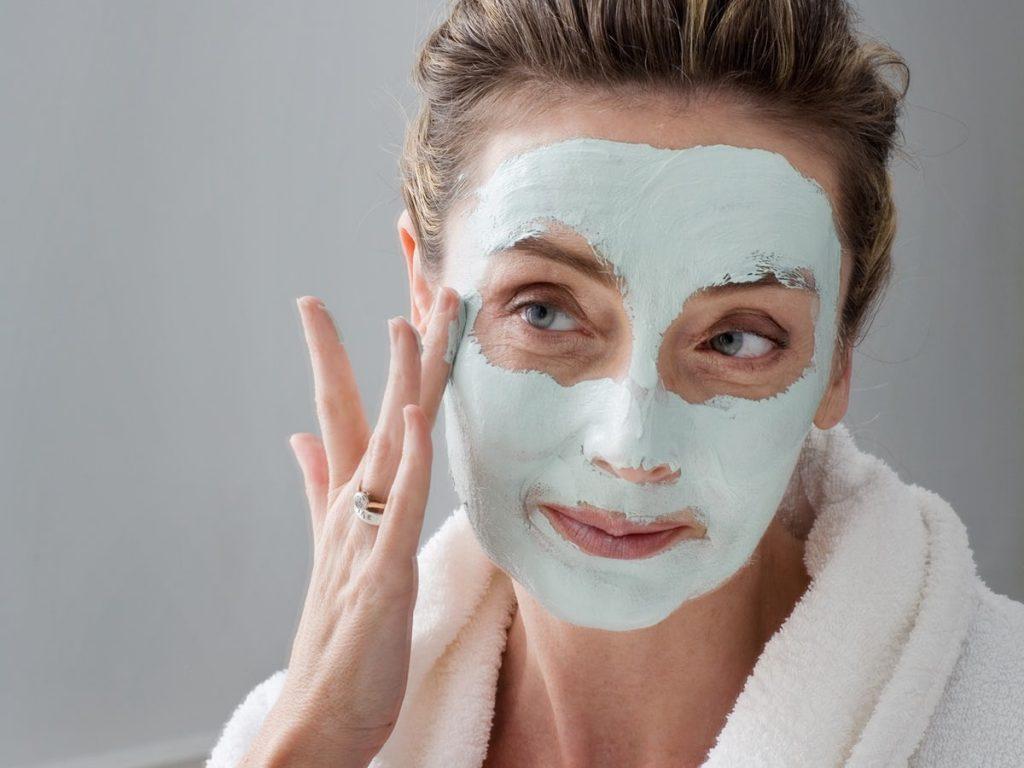 cildi temizleyen cilt maskesi