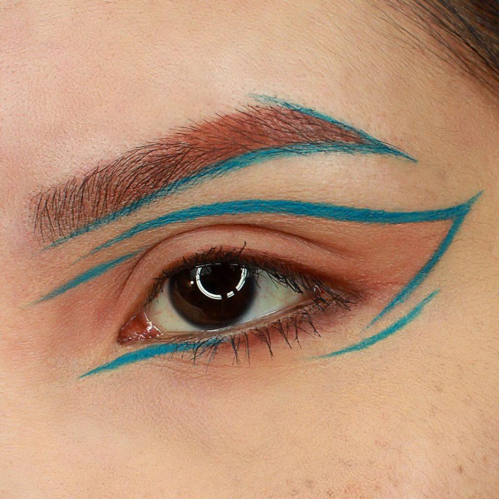 Geometrik göz makyajı